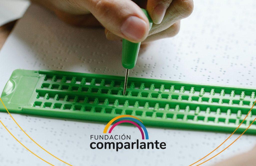 Braille keyboard image. Fundación Comparlante logo.