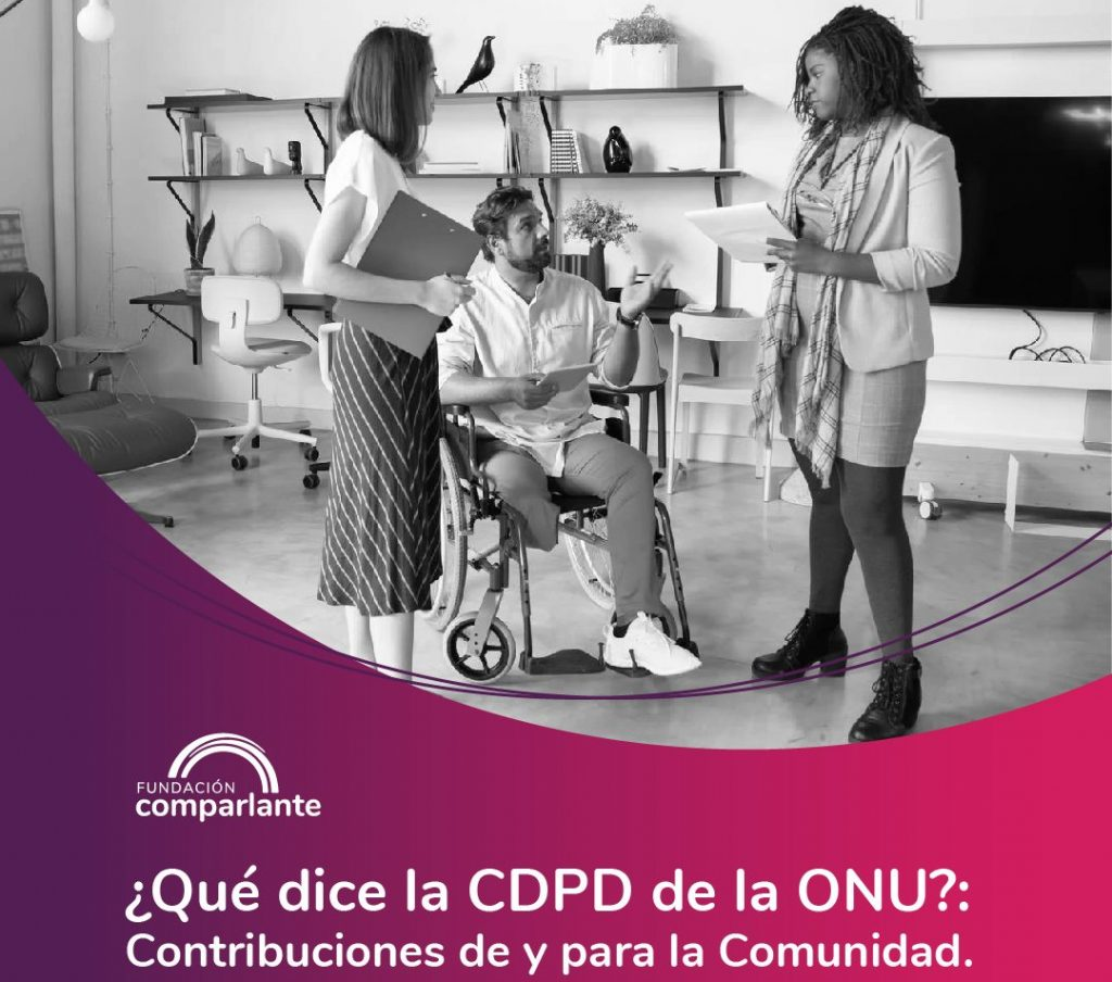 Image of a person with motor disability next to work team in an office. Fundación Comparlante logo.